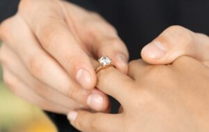 How to choose best engagement ring
