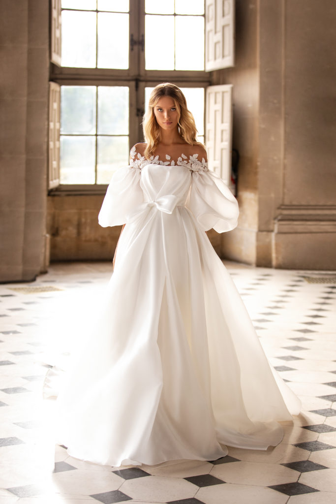 Wedding Trends And Elements In Bridal Dresses From 80s